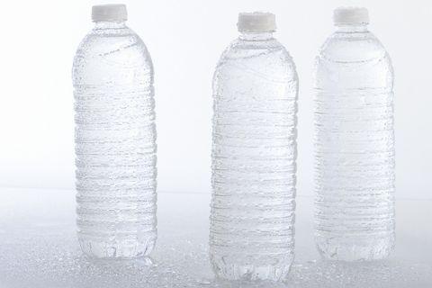 熱中症を回避するためのペットボトルに入れた水