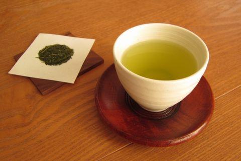 和風の湯飲み茶わんとお抹茶