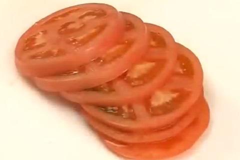 輪切りにしたトマト