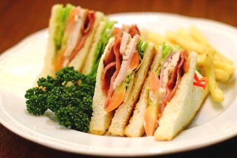 サンドイッチの付け合せのパセリ