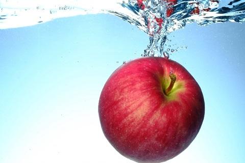 リンゴ 1 個 の カロリー は